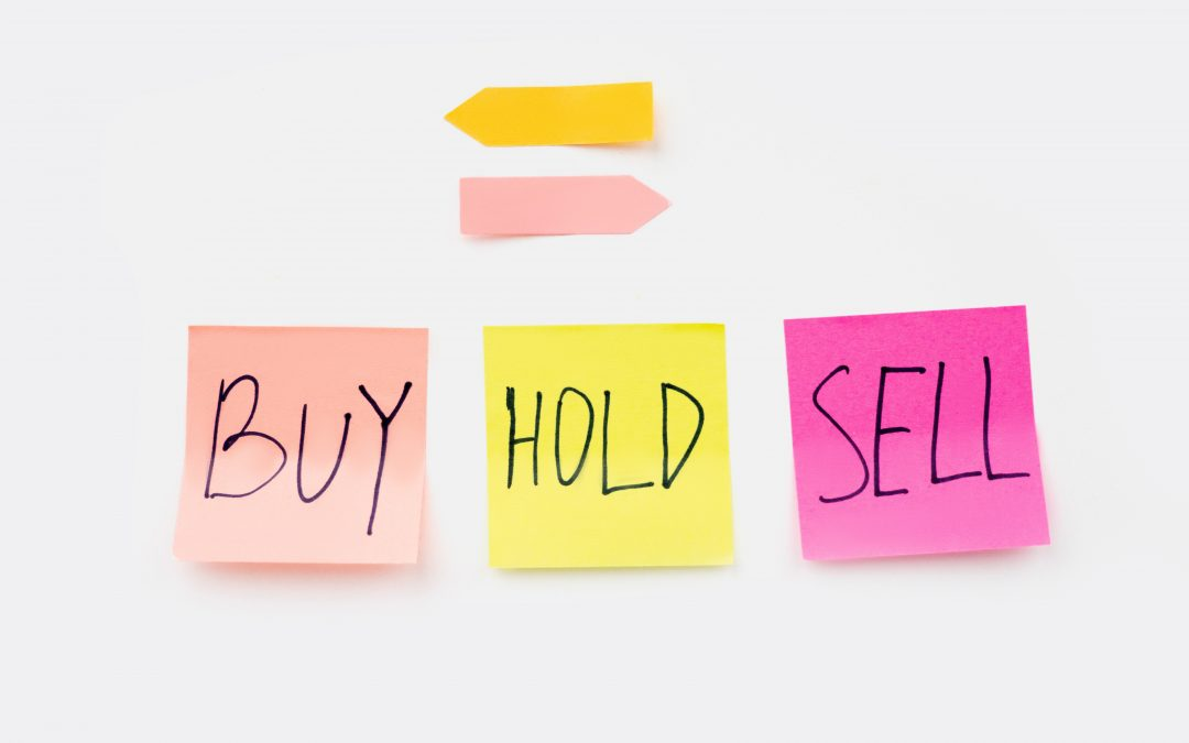the terms 'buy', 'hold', 'sell' written on sticky notes